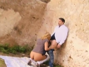 Easy Blonde Amateur Getting Drilled Outdoors In Public