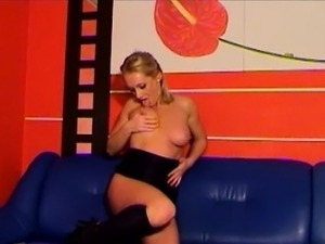 Blond striptease and masturbates pussy webcam chat