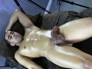 Muscled straight jock wanked by gay guy