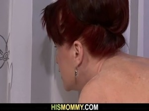 She toying her old pussy on the kitchen free