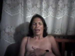FILIPINA MOM LUCIA APAN FROM CEBU SHOWING HER NIPPLES