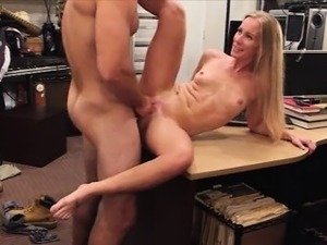 Blonde bimbo selling her car and fucked by pawnkeeper