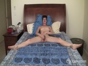 Short Haired Quinn Fingering Her Hairy Snatch free