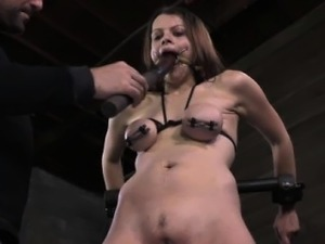Breast bondage sub gets her tits spanked