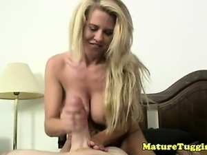 Mature tugjob lover jerks dong