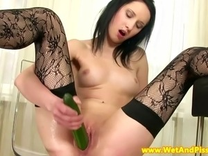 Goldenshower babe toying her pussyhole with a cucumber