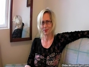 Slutty grandma in stockings fists her hairy cunt free