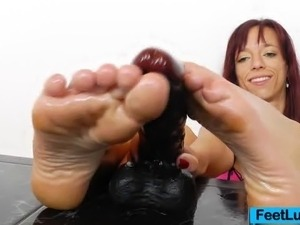 Vivien Fox the fucking-hot redhead oils her feet, she caresses it and later...