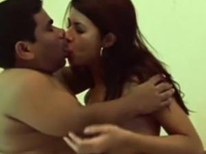 Hot Babe Does Horny Midget