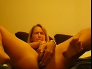 Homemade video tape Cute woman having a good orgasm with her toy