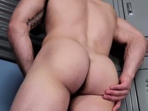 Gaysex muscle jock watching himself wank