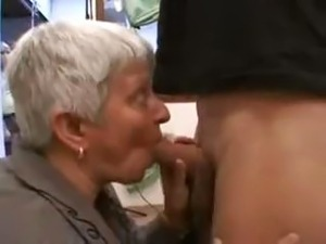Short-haired MILF starts sucking in the car and continues until they get home