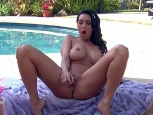 Dylan Ryder is a brunette with adorable body. Hot nude