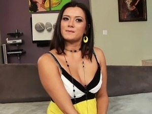 Femdomina fucks guys hole