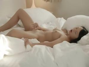 brunet babe fingering pussy in whtie