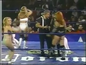 Lady Apache vs Tiffany (Lucha de Campeonatos) 1.wmv free