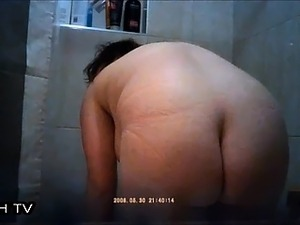 Hidden cam BIG WHORE TAKING SHOWER VERY BIG ASS AND BOOBS