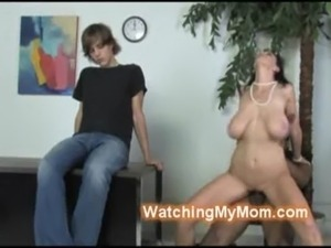 Youngster watches his brunette  ... free