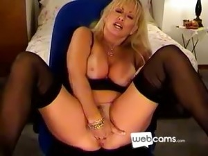 Hot Blonde Cougar Masturbates on her Cam