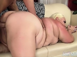 Pale-skinned fat girl Trashley Treasures enjoys a big dick
