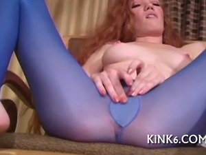 Super hot vixen spreads legs in pantyhose to expose slit