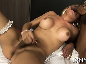 Tranny wants it really deep!