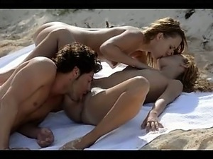 My erotic Christmass FFM threesome