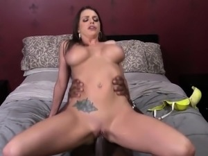 Brooklyn Chase Gets Her Pussy Stretched By A Huge Black Dick