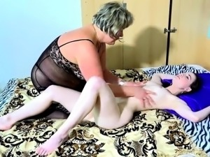 Old mature licking sexy young girl in bed