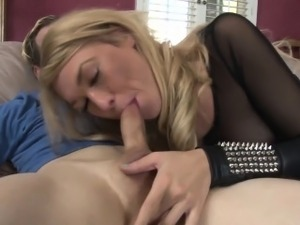 Sexy tranny pro swallows
