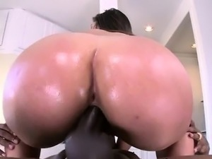 Abellas Ass Shimmering While Pumping