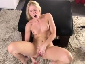 Masturbating babe orgasms after using dildo