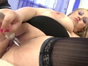 Posh chubby mom with huge juicy tits