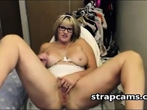 Horny Mature Fingering On webcam