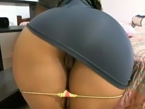 Latina chick spreads her ass on cam