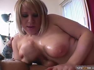 Handjob from busty amateur blonde in hot amateur porn