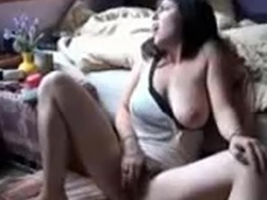 beautiful girl fingers herself to an great ORGASM