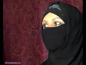 Arab BBW Egypt Wife Gets Naughty On Live Webcam