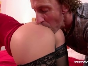 Bella Beretta's Pussy Trashed While Her Husband Watches
