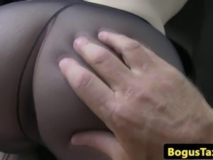 Throating taxi brit squirts after analfucking