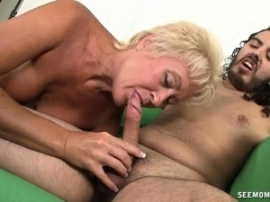 Luscious blonde photographer seizes the opportunity to suck a big cock