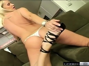 Buxom blonde cocksucker Totally Tabitha and Lee Stone have fast and furious sex