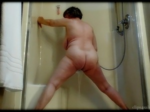 Mom grinds her chubby round ass as she cums by MarieRocks