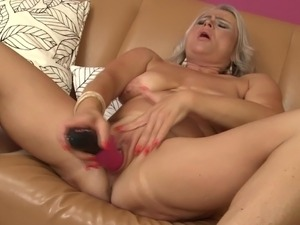 Mature sex bomb mom needs a good fuck