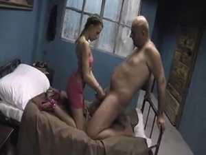 RuSSiAn BaBe AVRiL Fucks Old