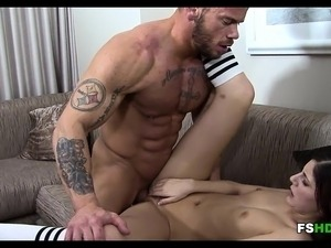 Gorgeous Amateur Fucked by Muscle Man Miranda Miller